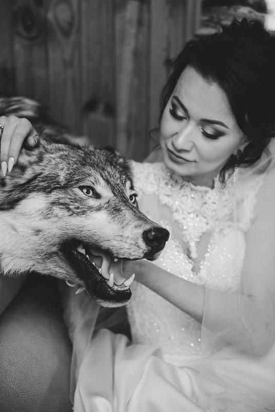 И снова вдвоём, волк и она.... - Ангелина Хасанова