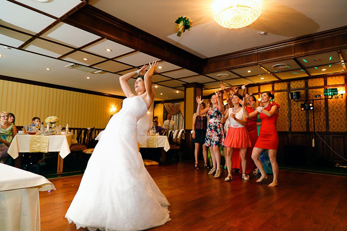 Стихи на бросание букета на свадьбы