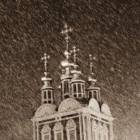 Преображенская надвратная церковь в метели :: Александра Глушенкова