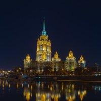 Ночь, высотка. :: Андрей Васильев