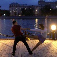 Танцы ночью :: Петров Владимир Александрович
