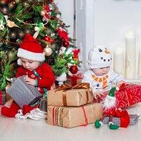 Первые подарки :: Марина Жажина