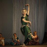 Индийский танец в ДК :: Елена Годенко