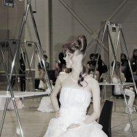 Невесту одевают. :: Наталья Золотых-Сибирская