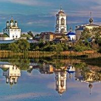 Монастырь на берегу реки :: Sergey Romanov