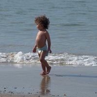 Малыш и море :: Valeriy(Валерий) Сергиенко