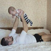 Утро молодого папы с сыном :: Анастасия Исайкина