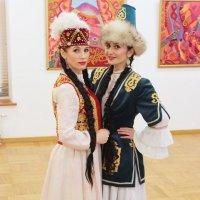Танцевальный дуэт Кавказа :: Колибри М