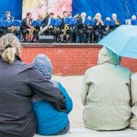 Концерт в городском саду :: Vladimir Endovitskiy