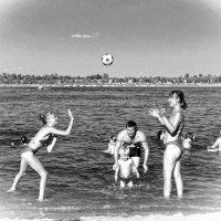 Волга, лето, пляж. :: Александр