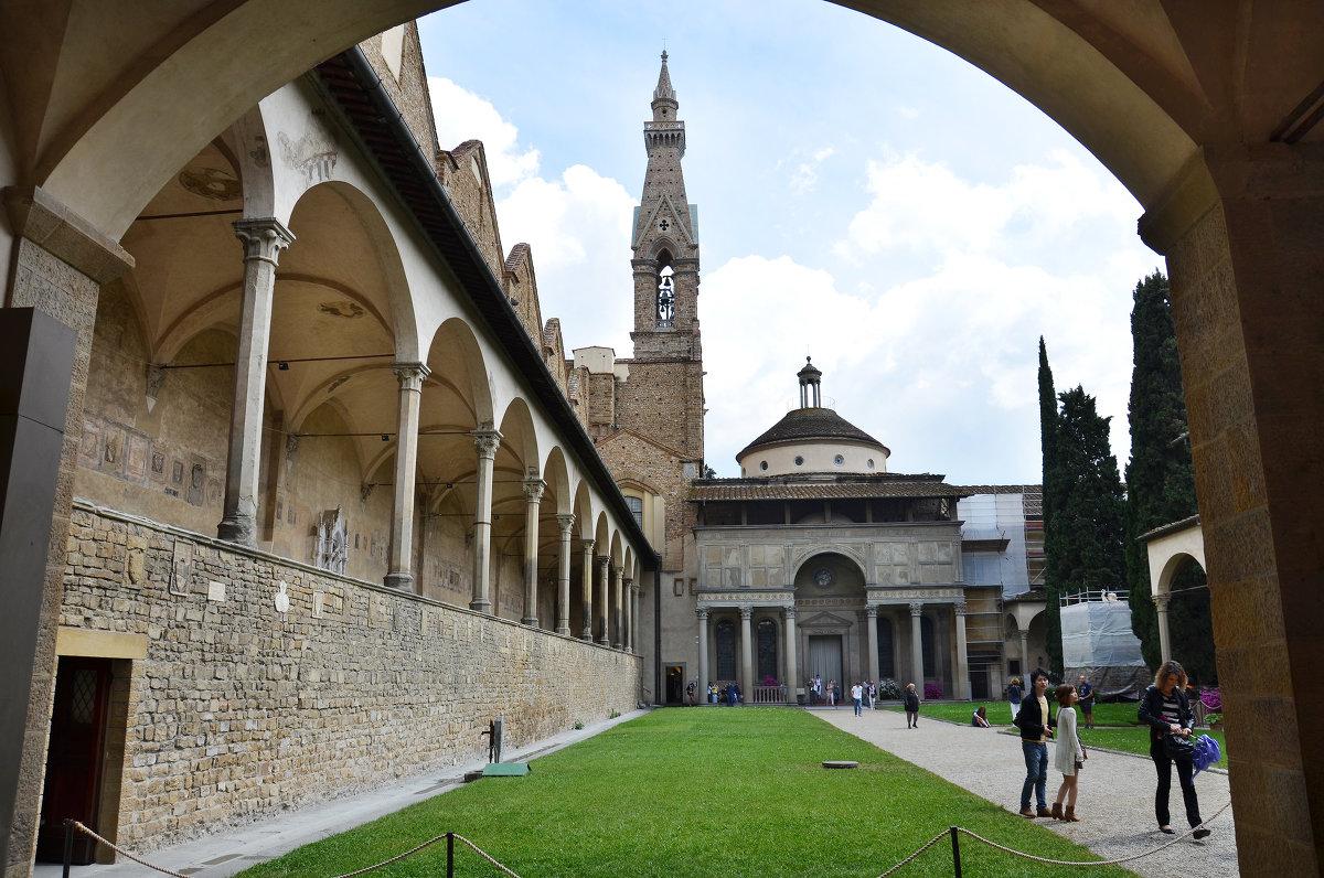 Флоренция монастырский двор