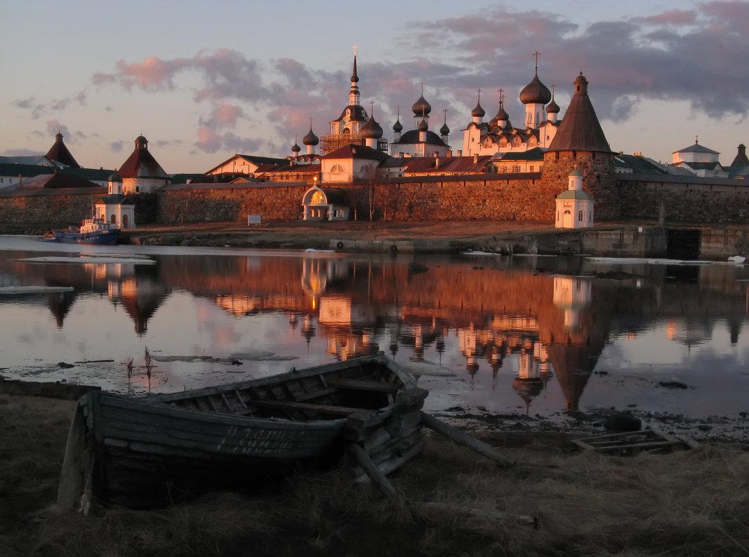 Соловецкий монастырь на закате - Михаил Онипенко