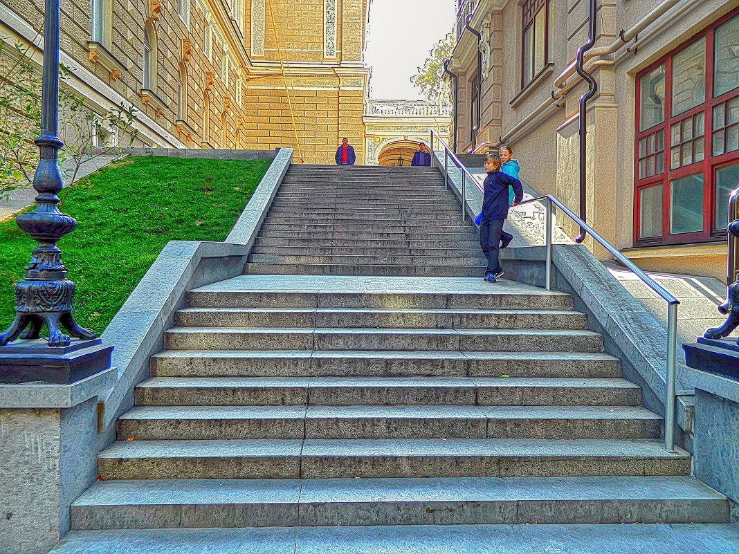 лестница в Пале-Рояль - Александр Корчемный