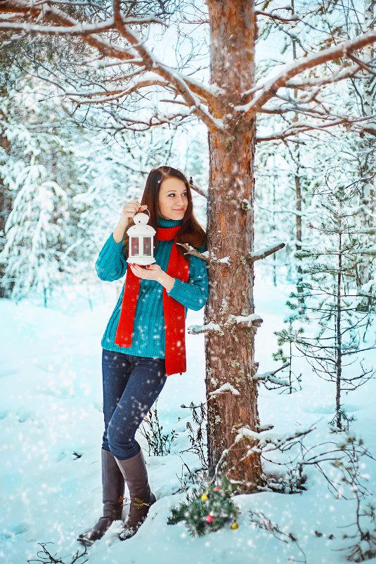 Фото девушка в зимнем лесу любом