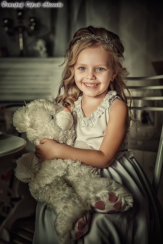 Девочка с медвежонком - Сергей Авсеенко