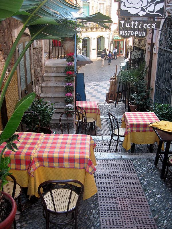Улочка в Таормине. Сицилия - Марина Бушуева
