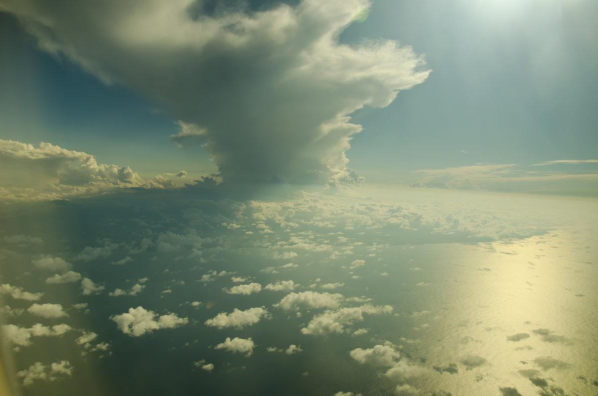 Небо над Атлантикой - Сергей Лошкарёв