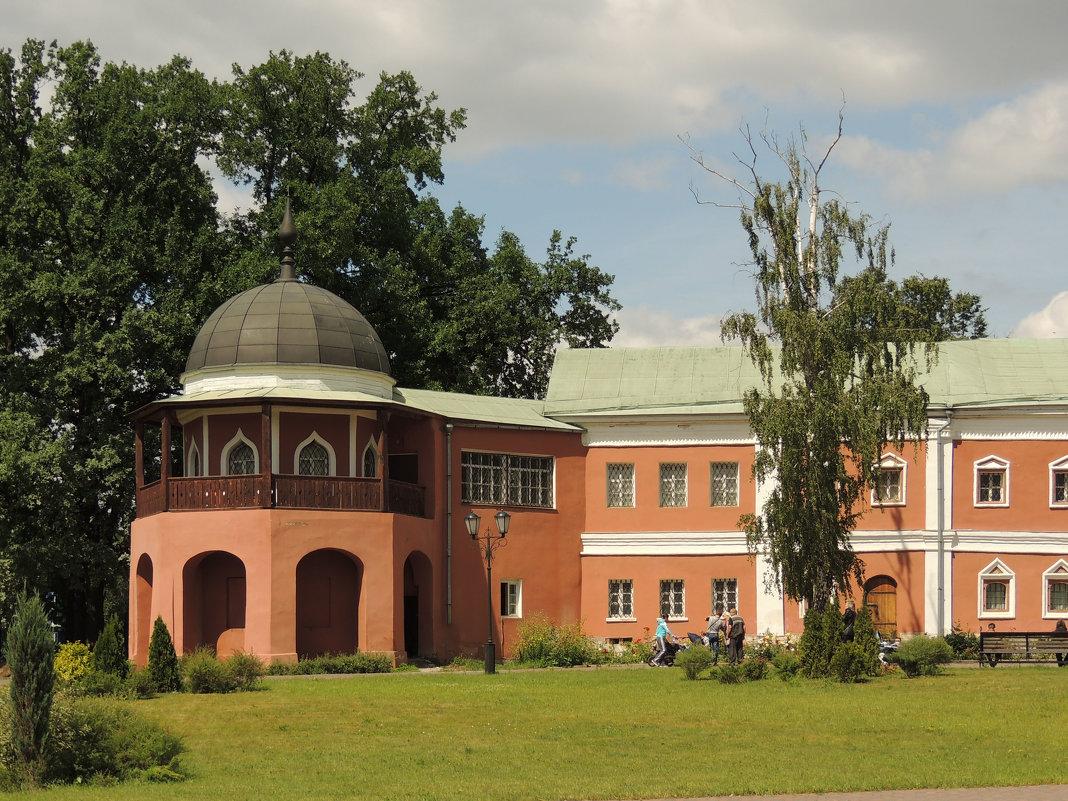 Бывшая западная башня (XVII в.),Настоятельские покои (XVII в.) - Александр Качалин