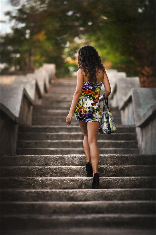 Девушка – это цветок, на который смотрят все, а срывает один :) - Алексей Латыш