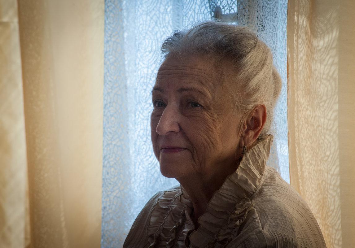 Директор - Елена Бурёнова