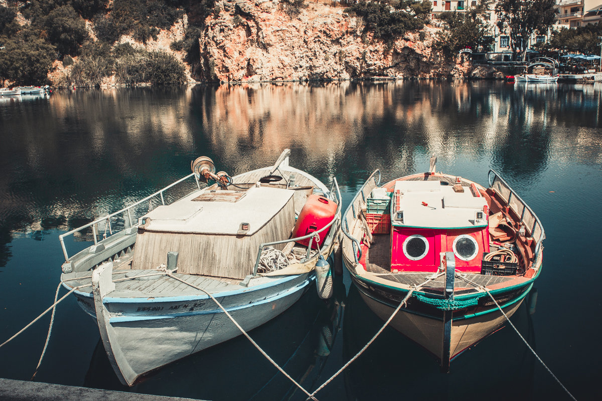 Две лодки в гавани - Иван Носов