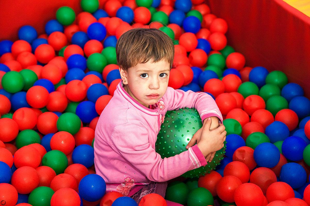 Девочка в шариках - Павел Крутенко