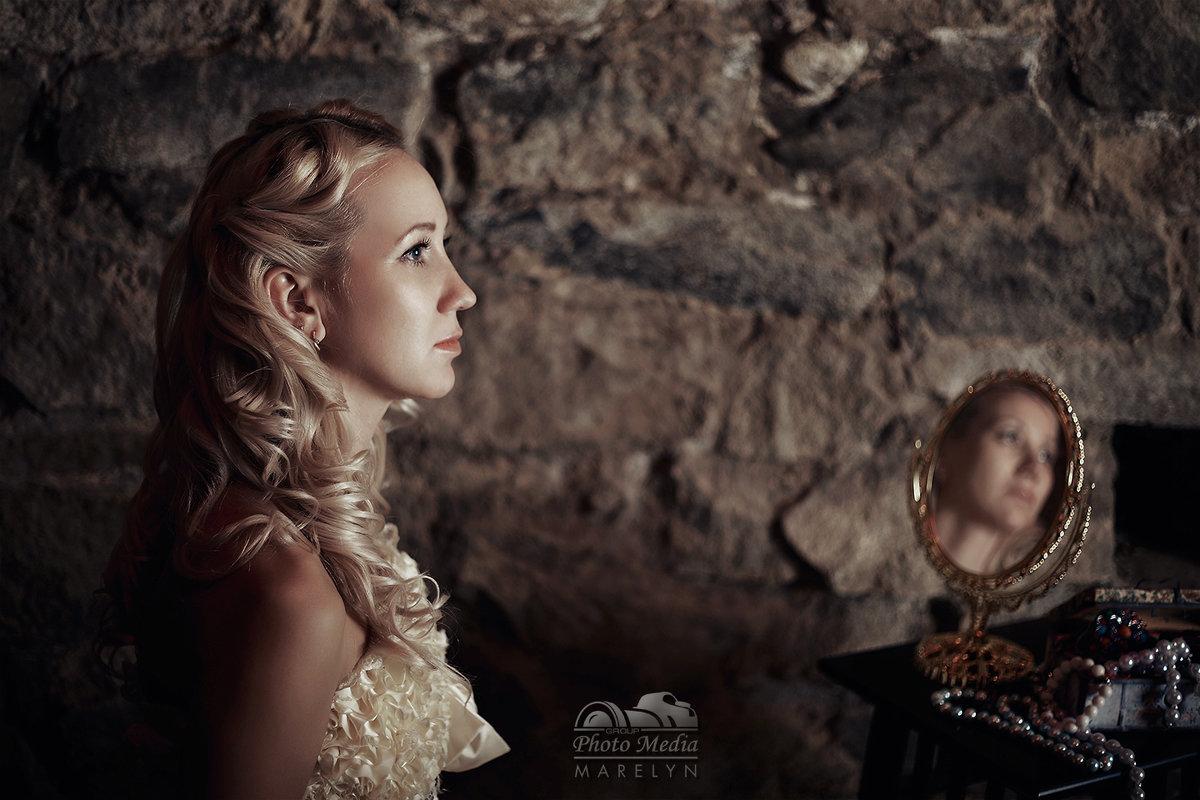 Девушка из подземелья - Олег Марков