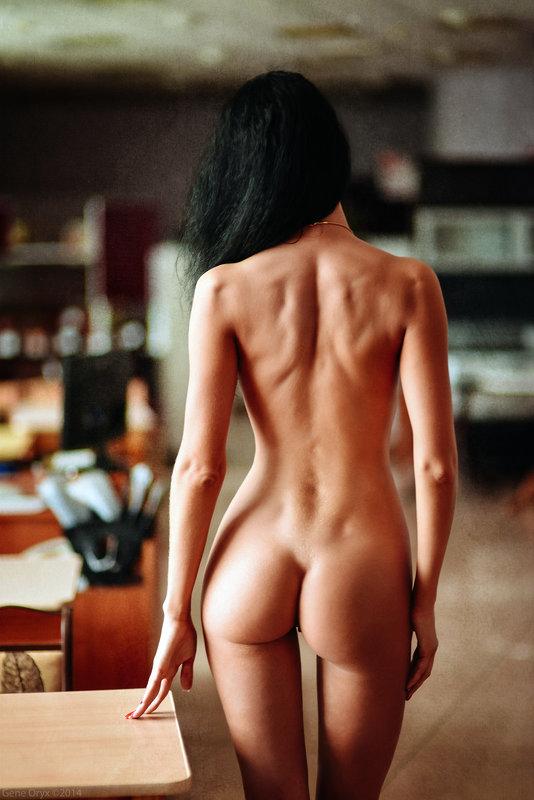 фото девушек сзади обнаженных