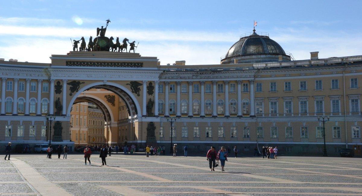 Триумфальная арка на Дворцовой площади... - zhanna-zakutnaya З.
