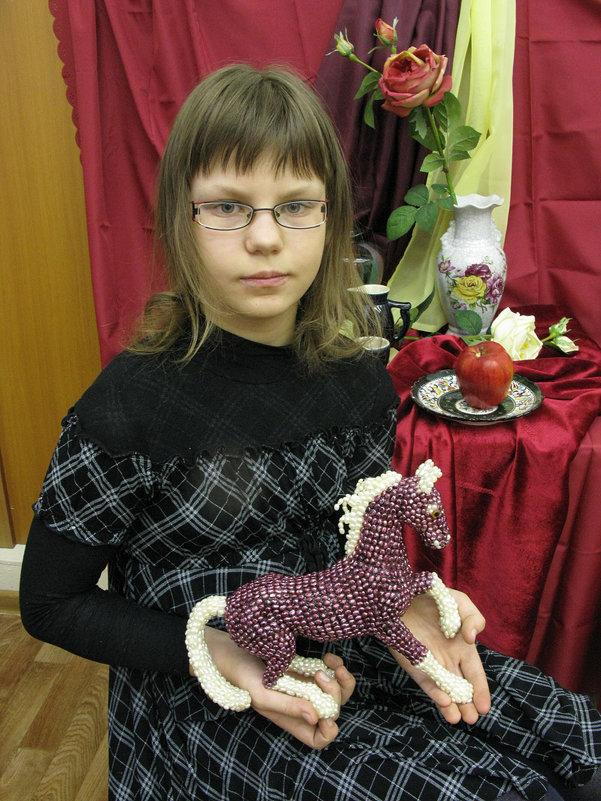 портрет с лошадкой - Александр Корнелюк