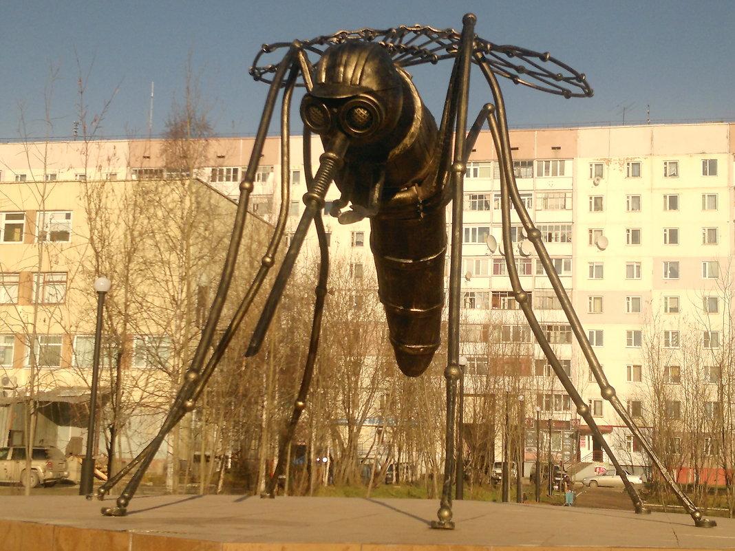 Памятник Комару г. Усинск РК :: Василий – Социальная сеть ...