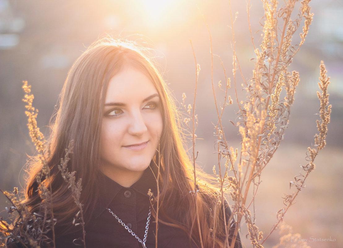В лучах уходящего солнца - Любовь Стаценко