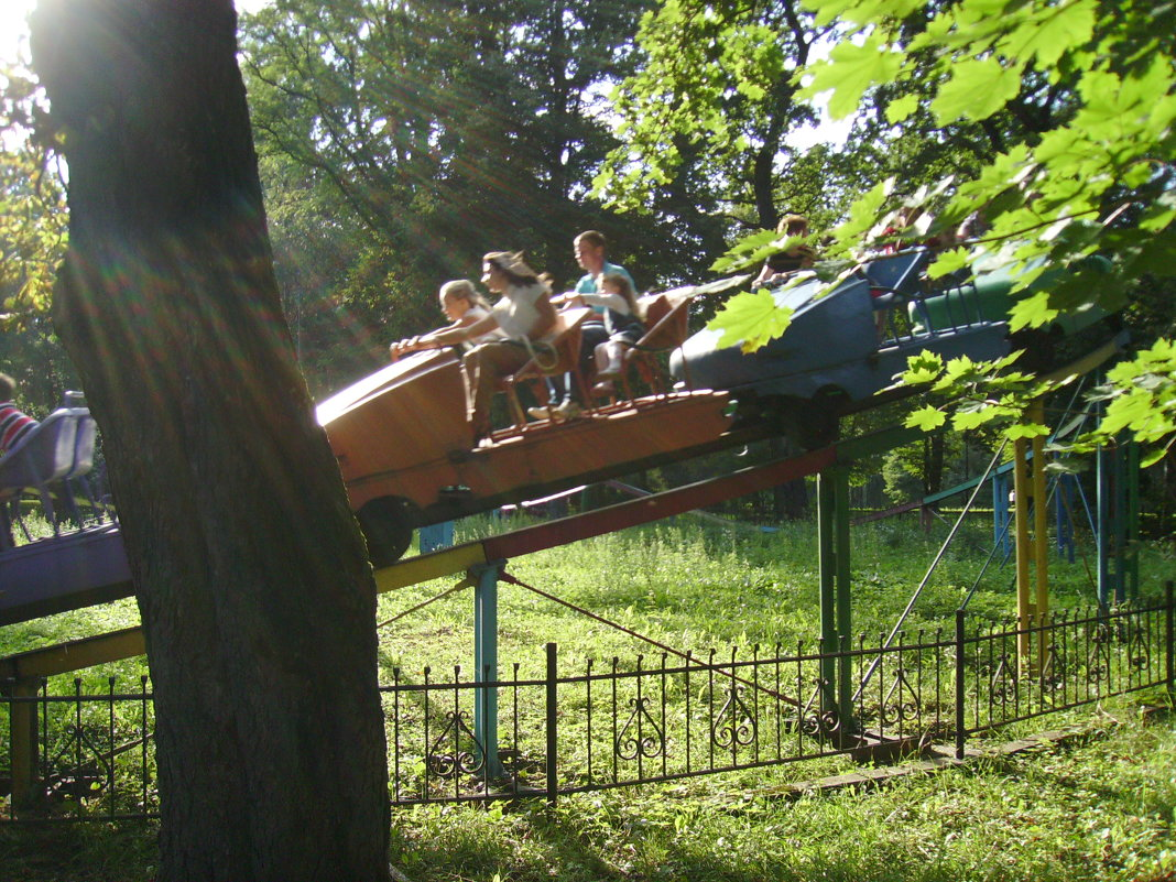 Аттракцион  Ивано - Франковском  парке - Андрей  Васильевич Коляскин