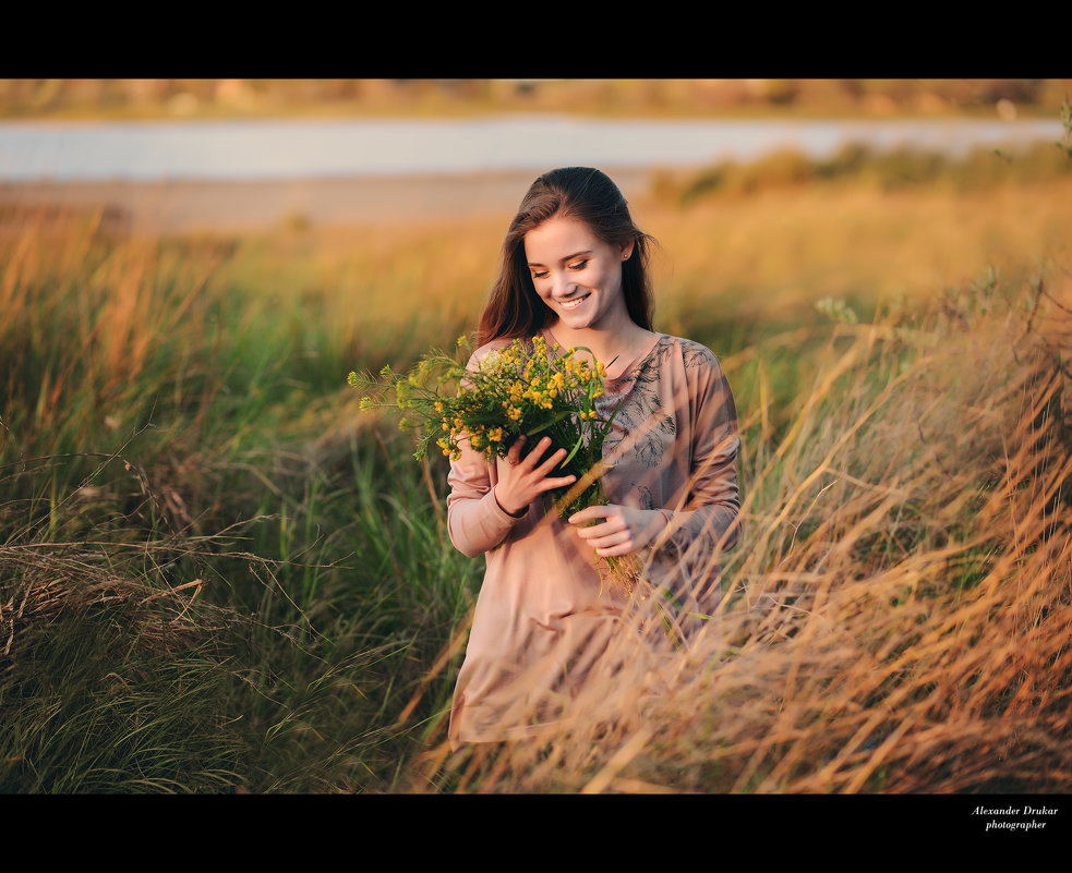 Фото девушек с полевыми цветами в руках