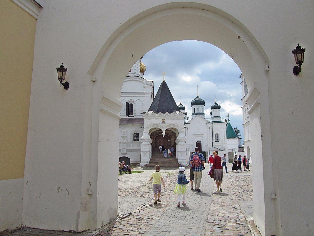 В Ипатьевский монастырь.... - Ирина