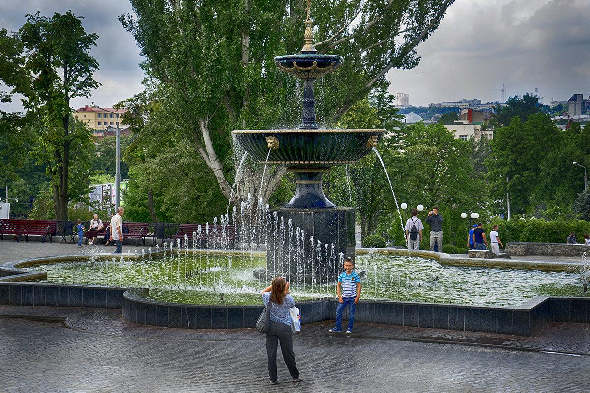 Фото у фонтана - Владимир Кроливец