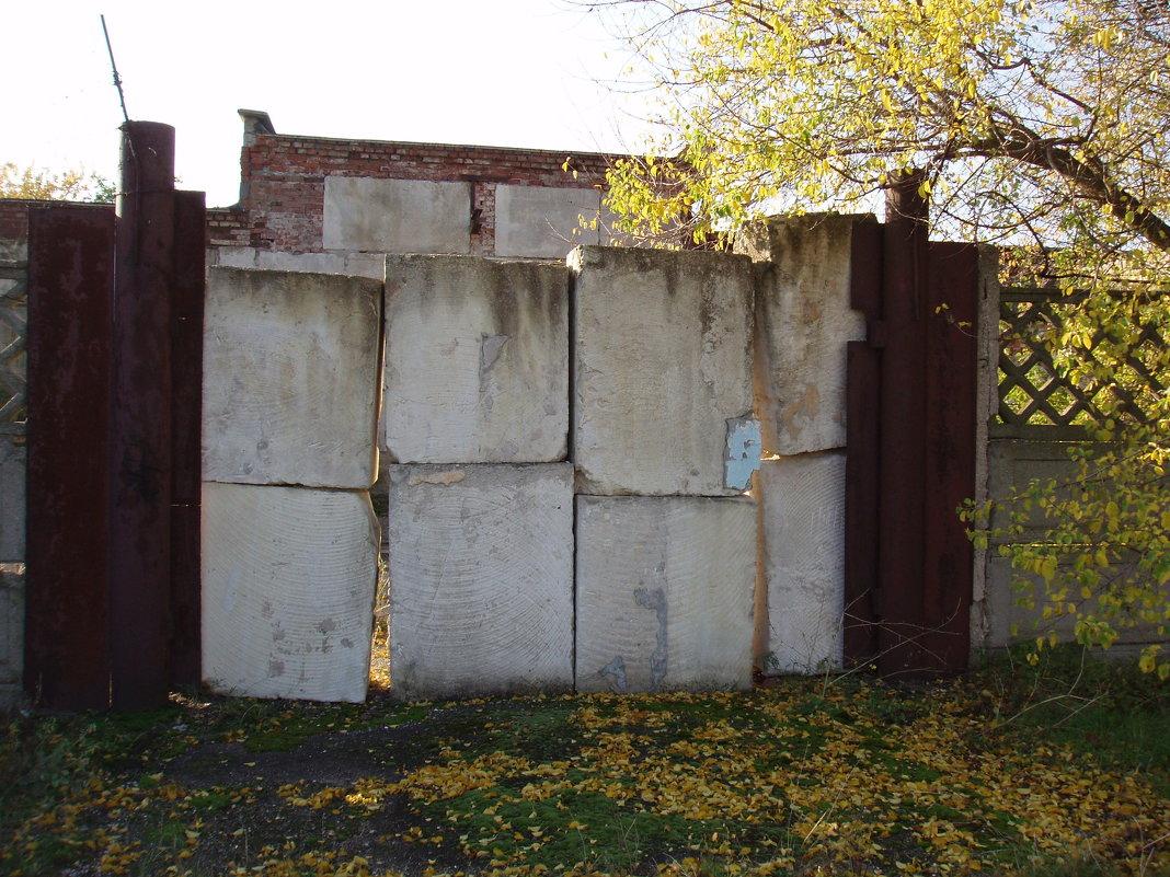 Когда ворота сданы на металлолом... - Александр Казанцев