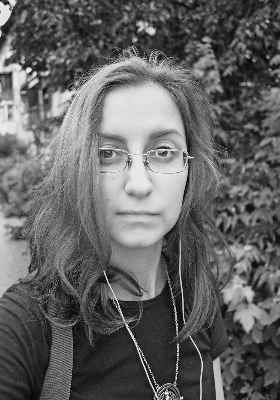 Автопортрет - Евгения Латунская