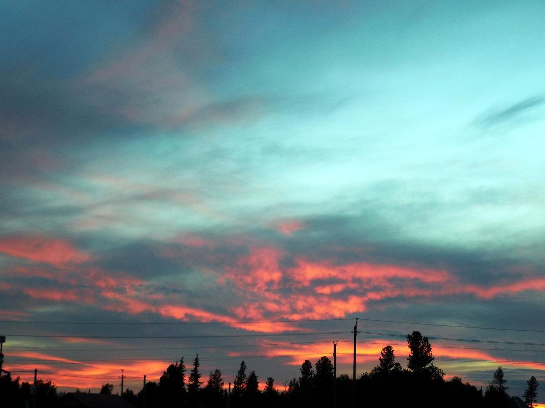 - И солнце усталое за горизонт уходит, напоследок зажигая облака - Наталья Пендюк Пендюк