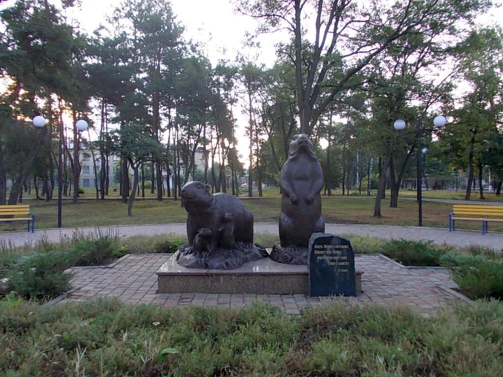Памятник семье сурков в п. Купянск-Узловой - Regina Nigrae