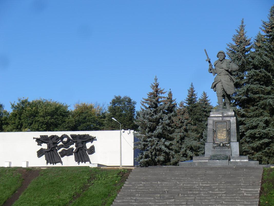 И вечный бой... Памятник Александру Матросову в Великих Луках... - Владимир Павлов