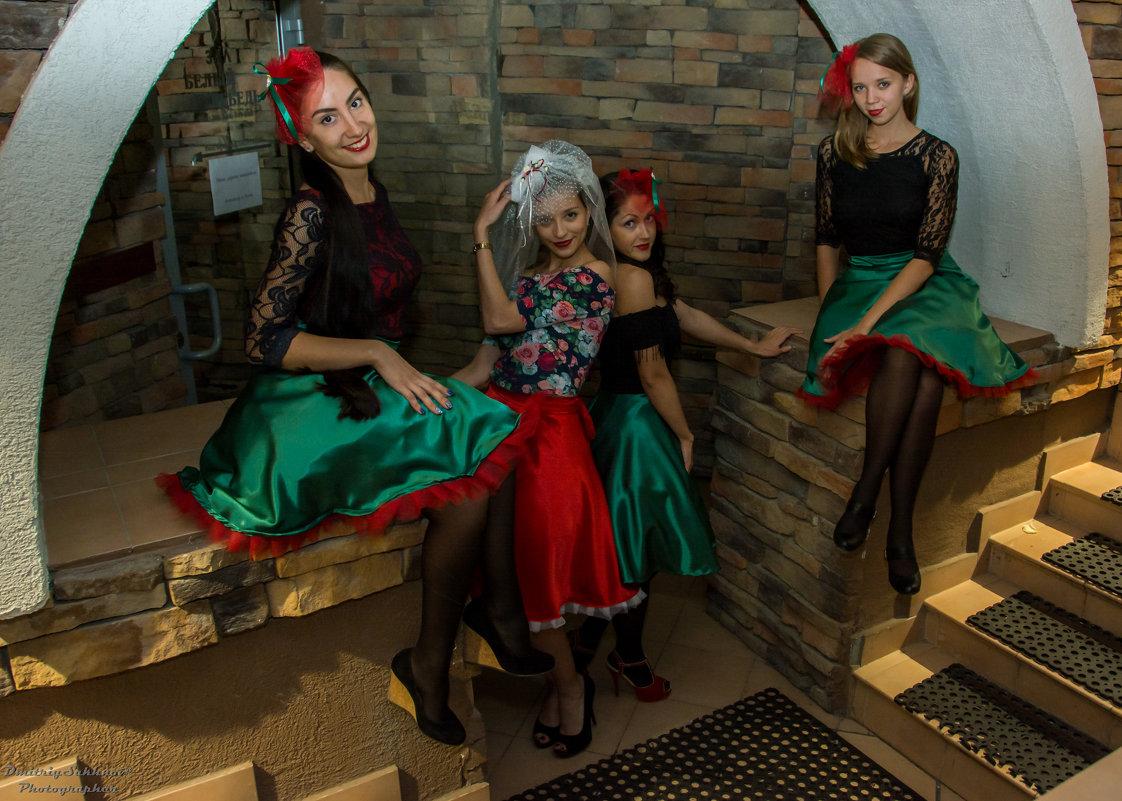 """""""три девицы у окна..."""" - Дмитрий Сахнов"""
