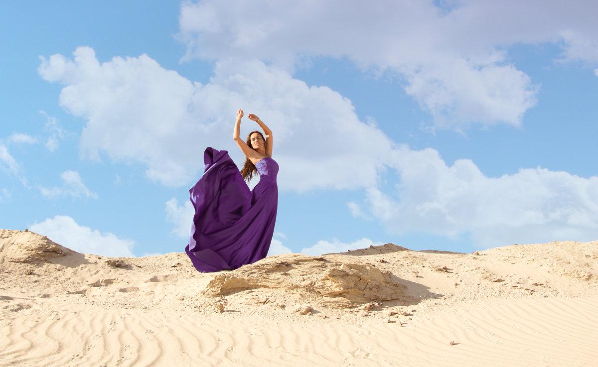 Фото девушки в пустыне фото 128-917