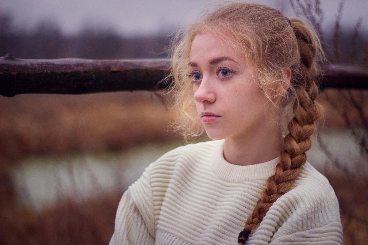на берегу реки - Александра Сучкова