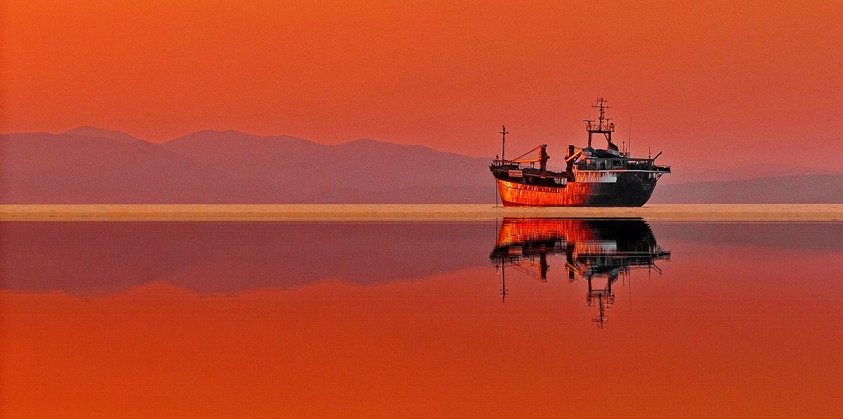 оранжевый закат на рейде - Ingwar