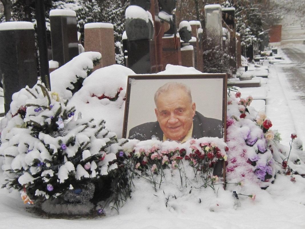могила эльдара рязанова фото