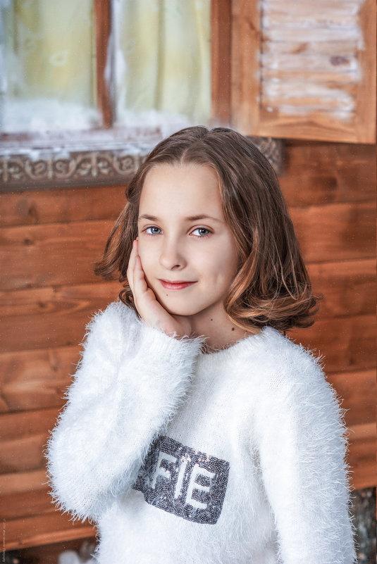 Девочка у избушки - Татьяна Гордеева