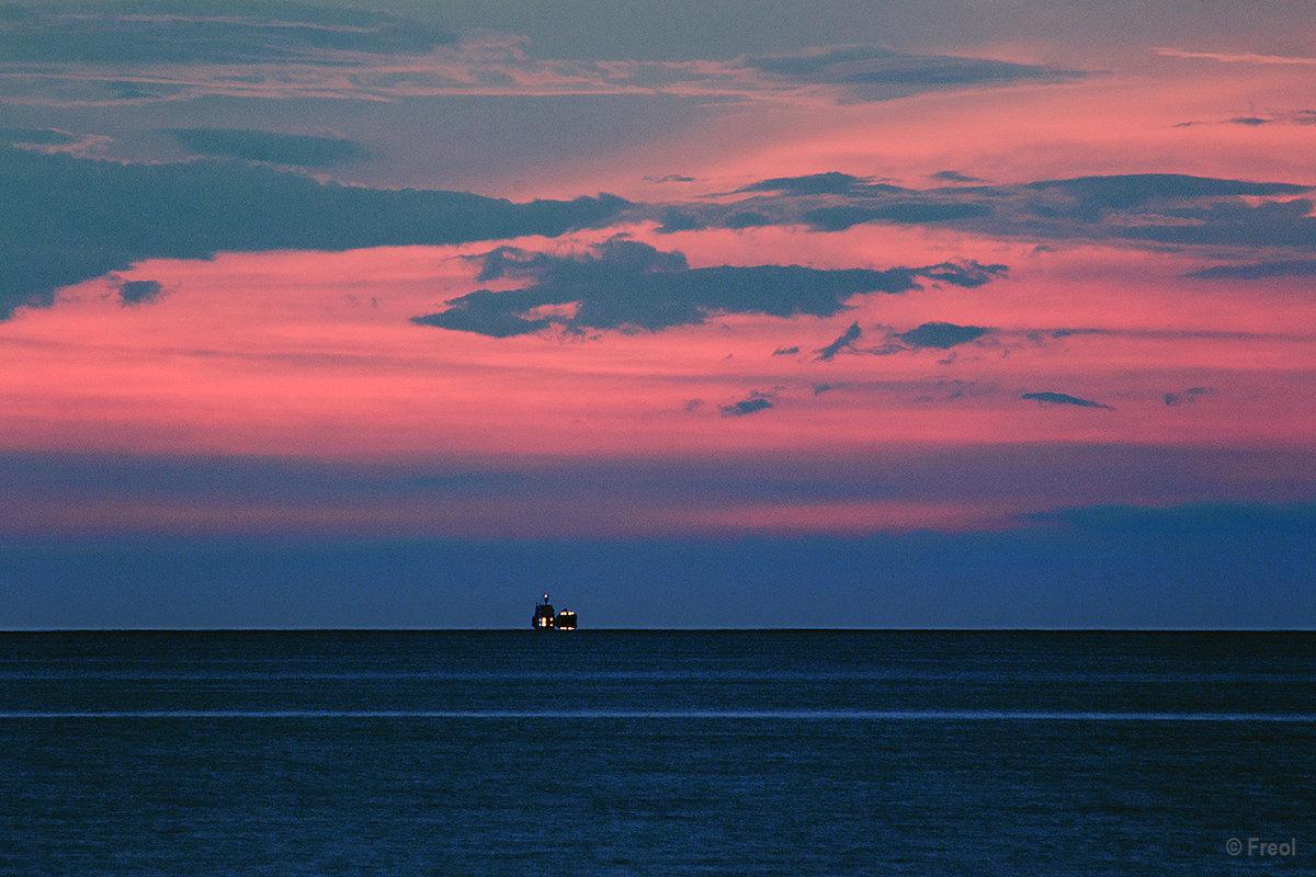 Закат и корабль - Freol Freol
