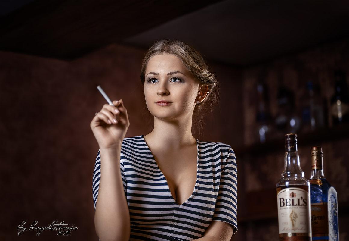 Девушка в баре - Алексей Ануфриев