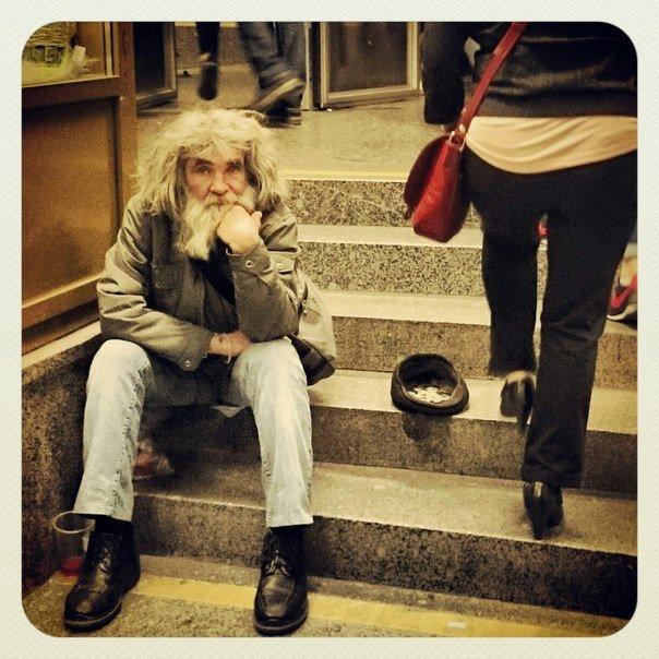 человек у метро - alexandr Guruev